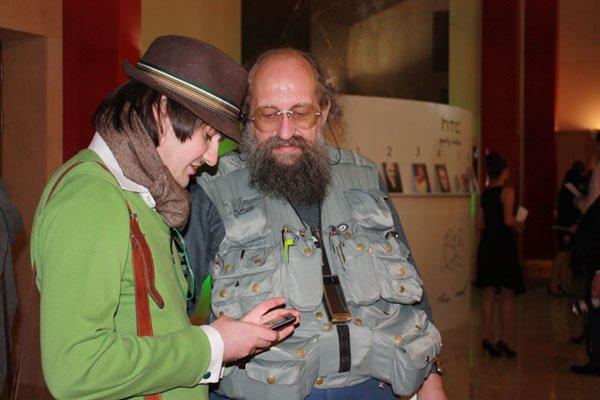 Знаменитости изучают и одобряют новые смартфоны HTC