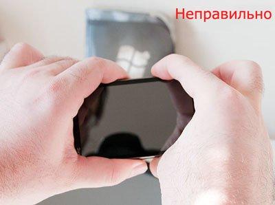 Как неправильно держать WP7-смартфон при запуске камеры «из кармана»