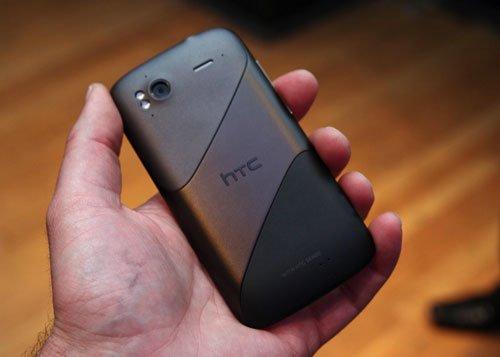HTC Sensation — задняя панель