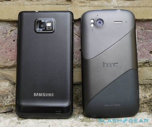 HTC Sensation против Samsung Galaxy S II: вид сзади