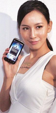 Девушка с HTC Sensation
