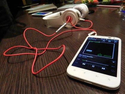 HTC Sensation XL и наушники Beats Solo