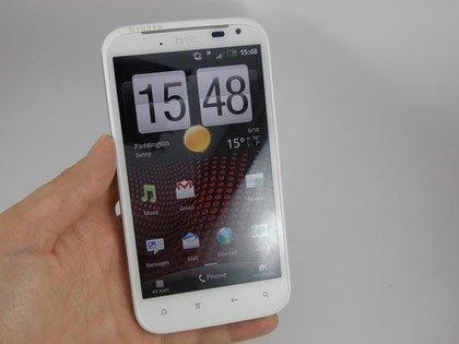 HTC Sensation XL в руках