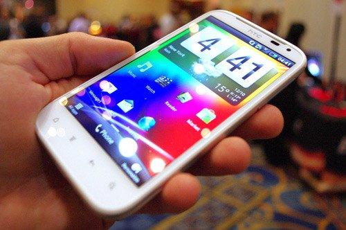 Sensation XL — одна из новинок HTC