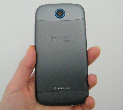HTC One S — корпус из анодированного алюминия