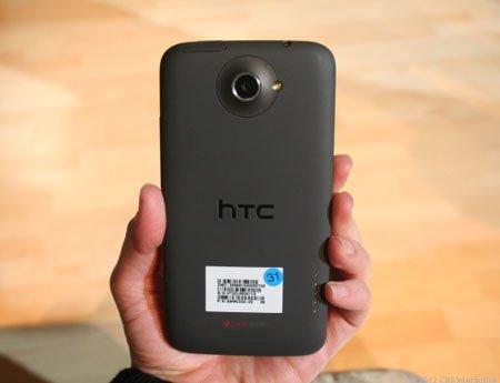 HTC One X сзади