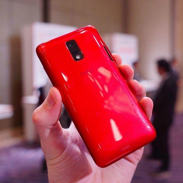 HTC One J сзади