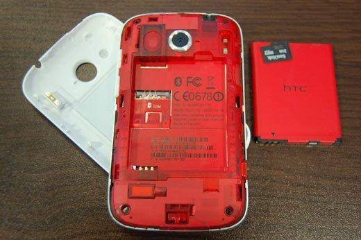 HTC Desire C со снятой задней крышкой и батареей