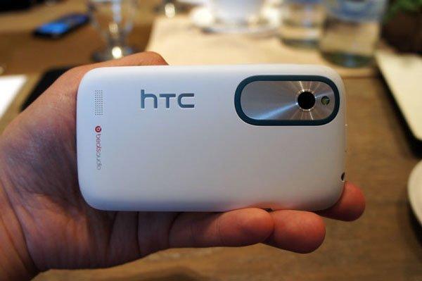 HTC Desire X сзади