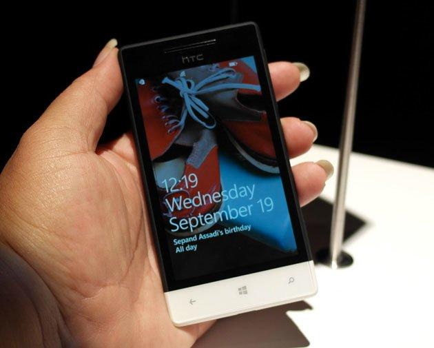 Черно-белый HTC 8S