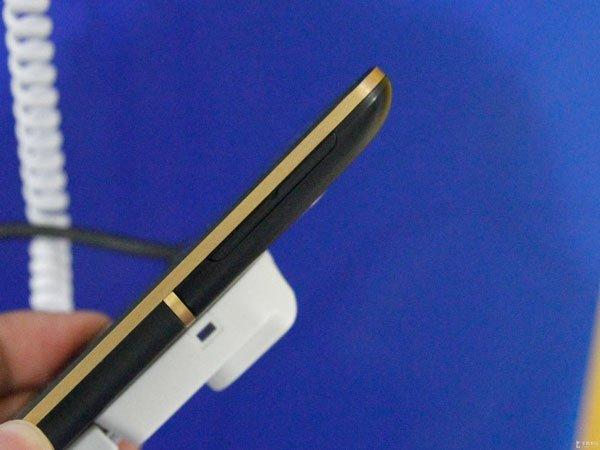 HTC One XC — вид сбоку