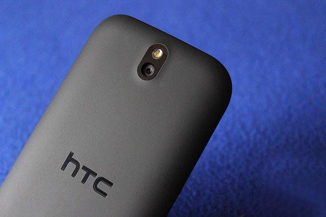 HTC Desire SV — вид сзади