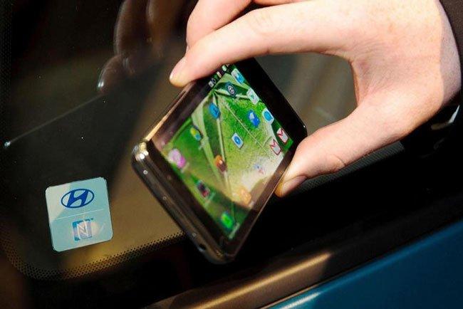 В 2015 году смартфоны начнут заводить автомобили