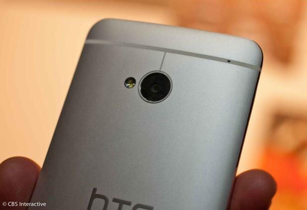 HTC One — верхняя часть задней стороны