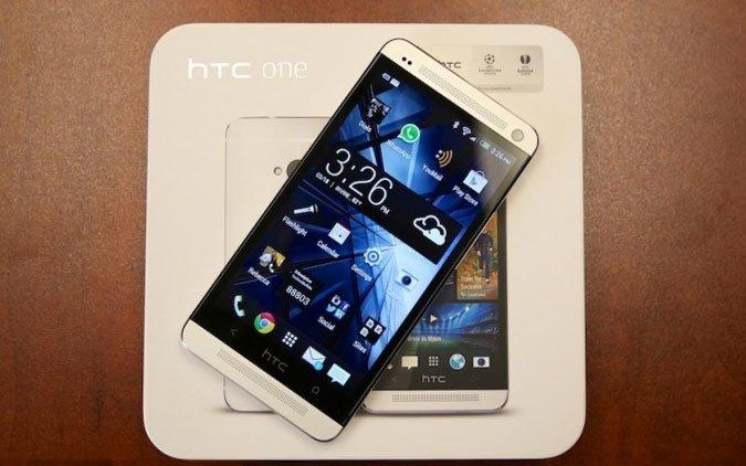 HTC One на коробке
