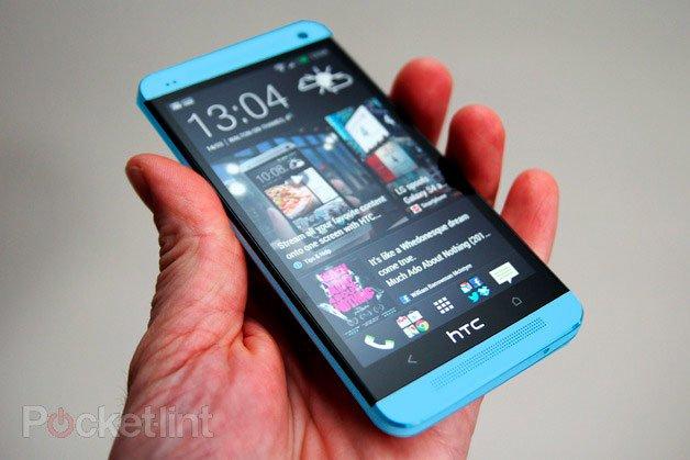 HTC One синего цвета