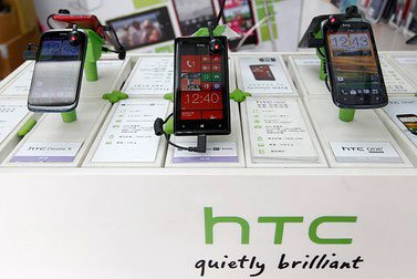 htc-smartphones-and-logo