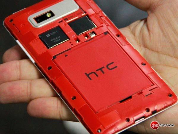 HTC Desire 600 Dual Sim с окрытой задней крышкой