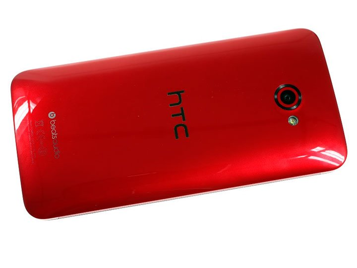 HTC Butterfly S — вид сзади