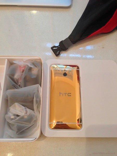 HTC One mini в корпусе из золота