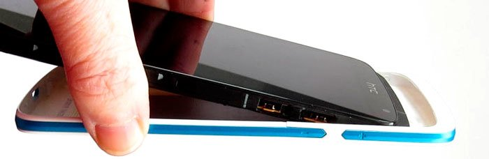 HTC Desire 500 — съем задней крышки