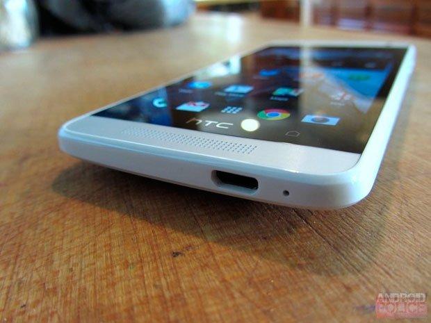 HTC One mini — вид снизу