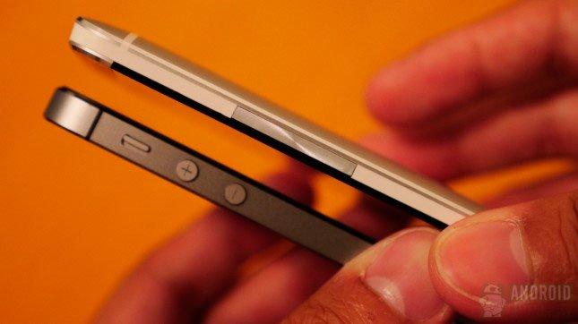 Сравнение iPhone 5s и HTC One