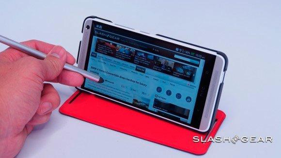 HTC One max в чехле и со стилусом