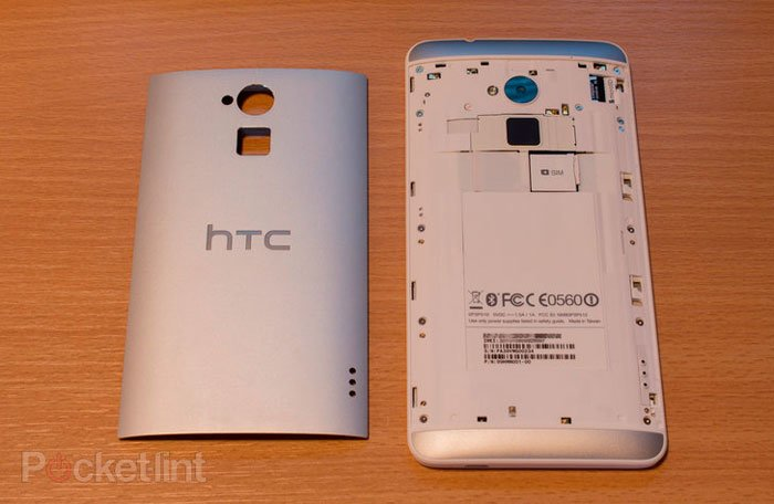 HTC One max со снятой задней крышкой