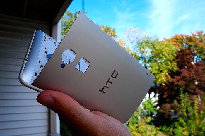 HTC One max с открытой задней крышкой