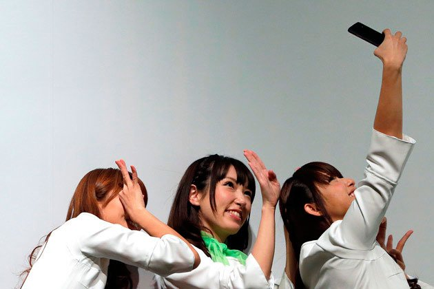 Девушки ждут обновлений от HTC