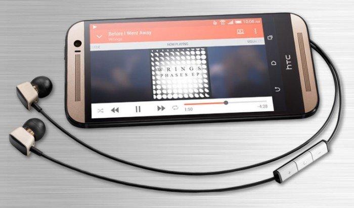 HTC One M8 с наушниками Harman Kardon