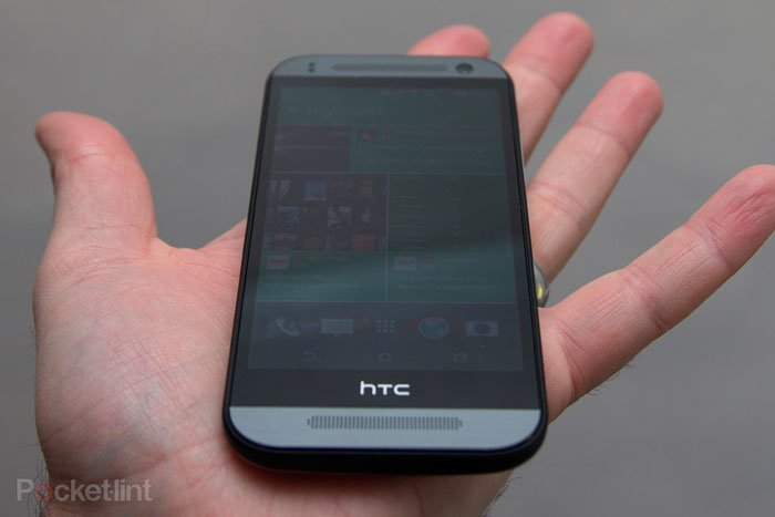 Экран HTC One mini 2 под углом