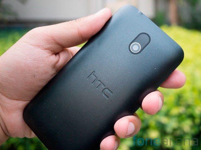 HTC Desire 210 сзади
