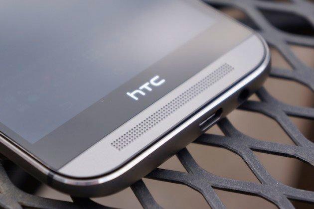 Рамки вокруг экрана и динамик на лицевой стороне HTC One M8