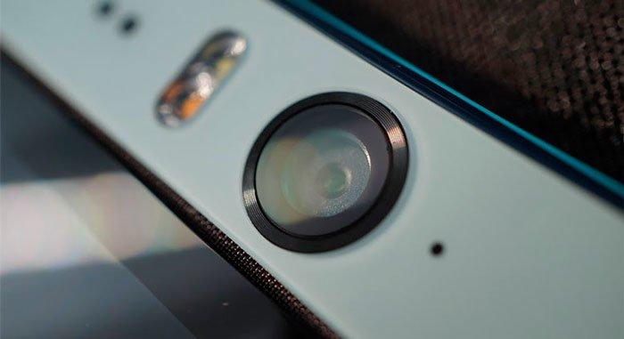 Передняя камера HTC Desire Eye