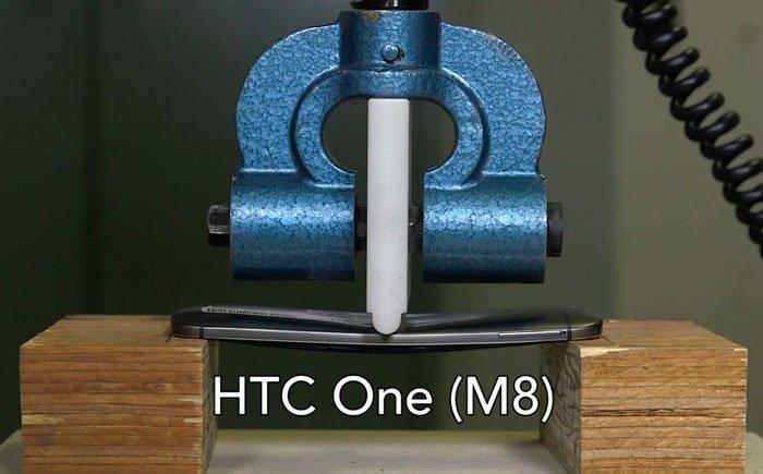 Тестирование на изгиб HTC One M8